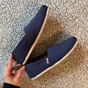 LIKE NEW Navy Toms size 8.5